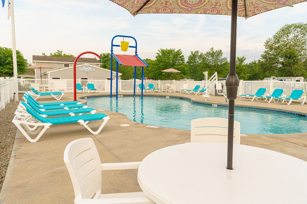 Outdoor Pool, Seaport RV Resort