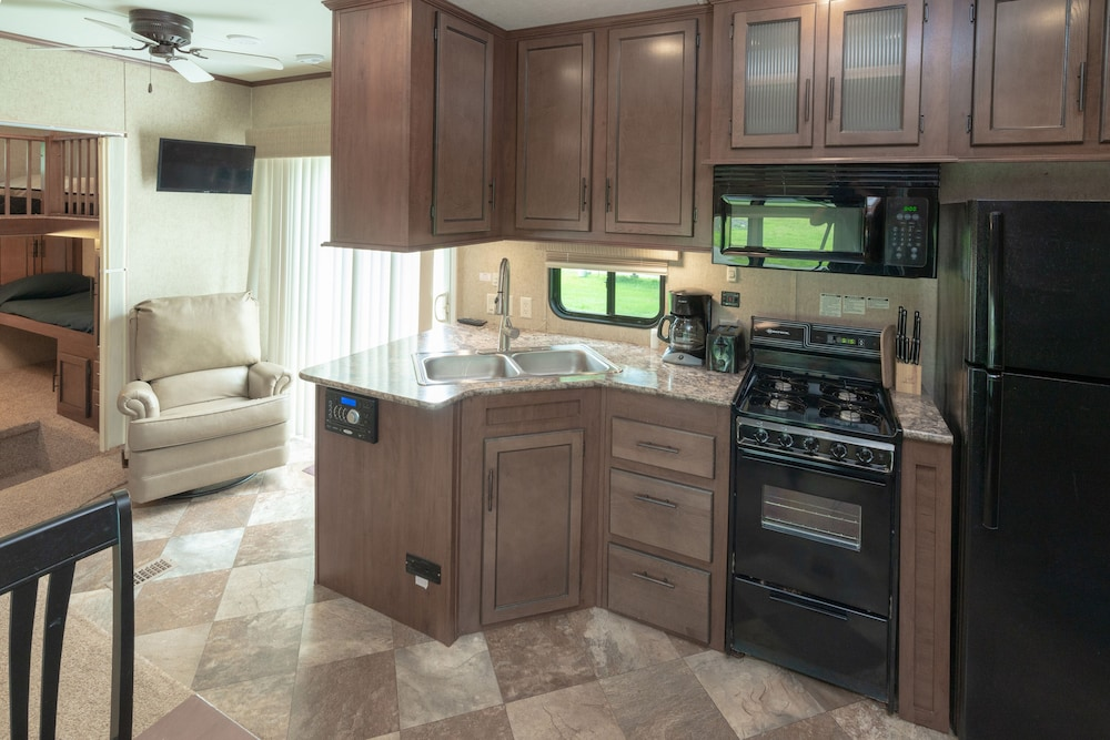 Private Kitchen, Seaport RV Resort