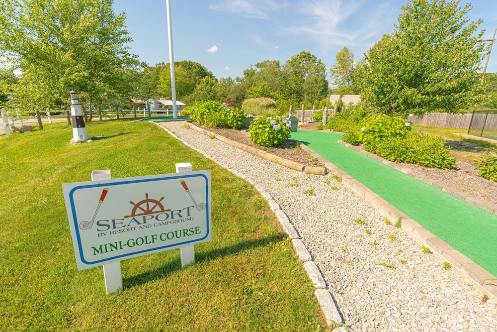 Mini-Golf, Seaport RV Resort