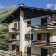 Flat with stunning mountain views