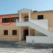 Stylish flat 300m from beach