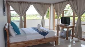 Premium bedding, minibar, desk, blackout drapes