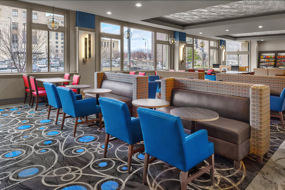 Lobby Lounge, Holiday Inn Express Kansas City Downtown