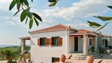 Peaceful apartment with terrace - Pyrgos Hotels