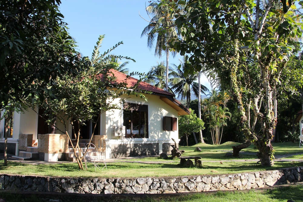Book sabaidee luang prabang resort luang prabang hotel deals for Luang prabang hotels 5 star