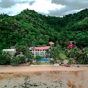 Doublegem Beach Resort and Hotel