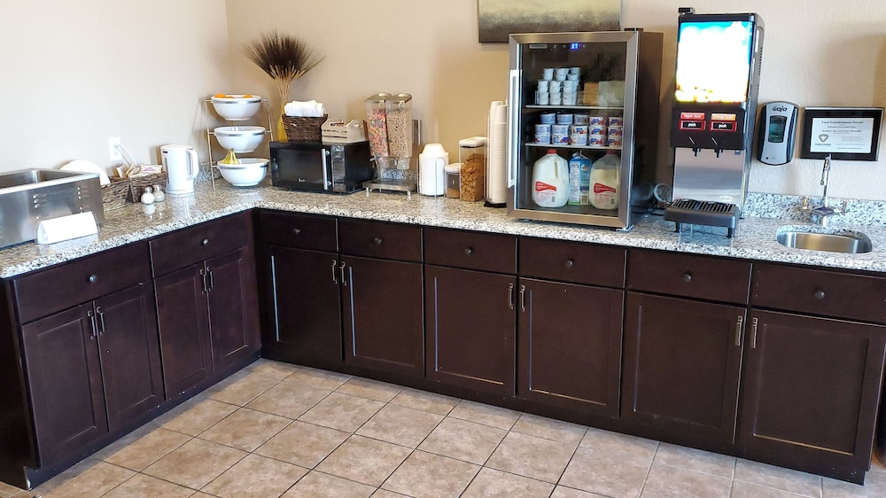 Breakfast Area, Cobblestone Inn & Suites - Maryville