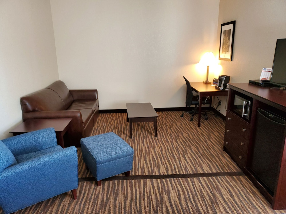 Living Area, Cobblestone Inn & Suites - Maryville