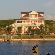 The Sandpiper Inn & Cottages