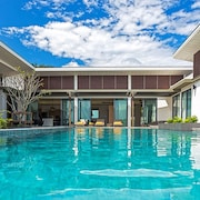 CasaBay Luxury Pool Villa