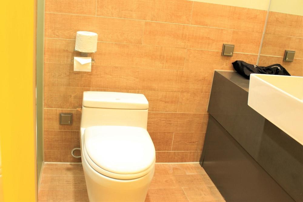 Bathroom, Co'op City Hotel Seongsan
