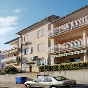 Three bedroom apartment w sea view 08467061
