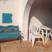 Three bedroom house 200m from beach 08286063