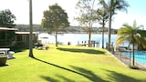 Lake Edge Holiday Units - Burrill Lake Hotels