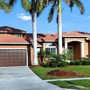 COPPER20 5 Bedroom Holiday Home by Marco Naples Vacation Homes