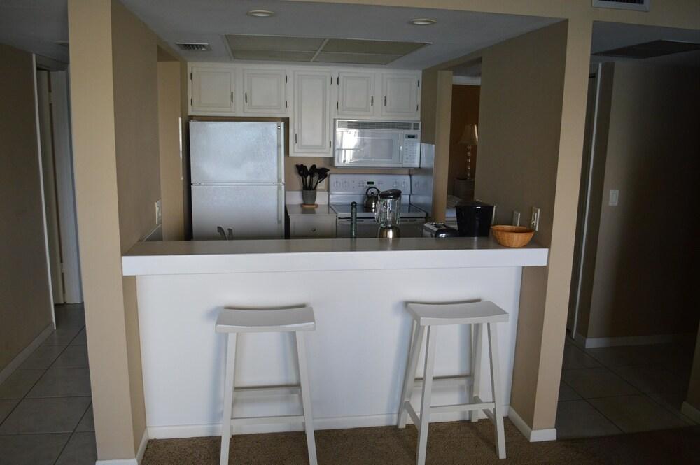... 2 Bedrooms   In Room Kitchen ...