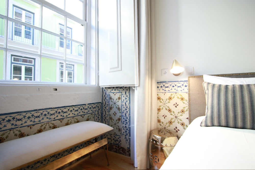 Hotel Front Deluxe Apartment, 2 Bedrooms, 2 Bathrooms, City View   Featured  Image ...