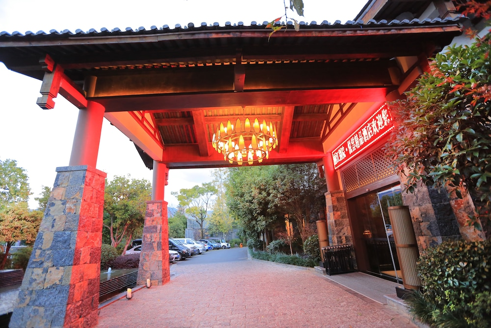 Property Entrance, Lijiang Patio Luxury Hotel and Resort