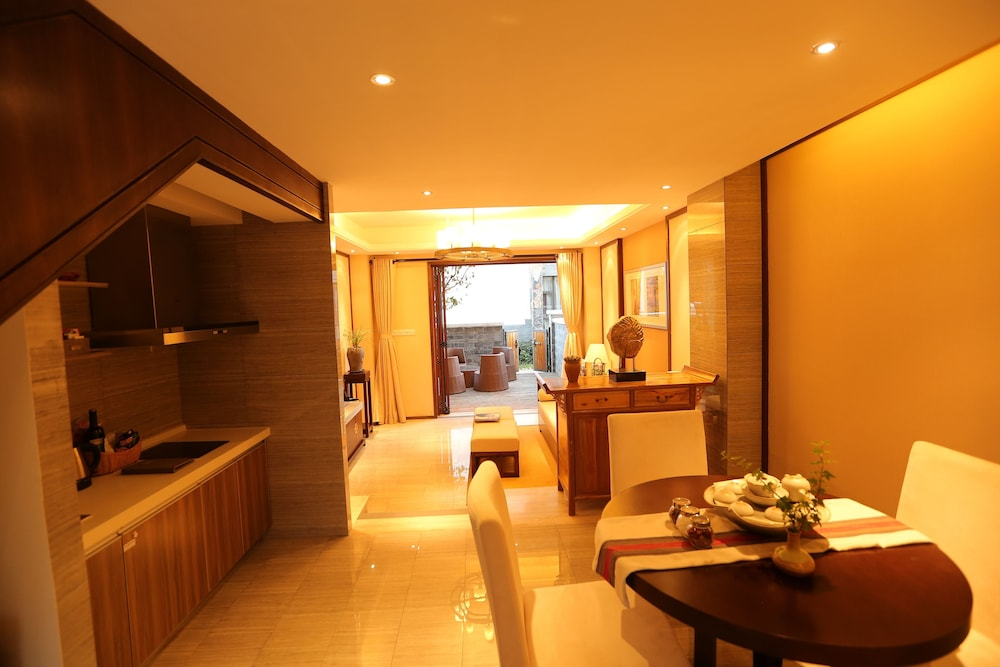 In-Room Dining, Lijiang Patio Luxury Hotel and Resort