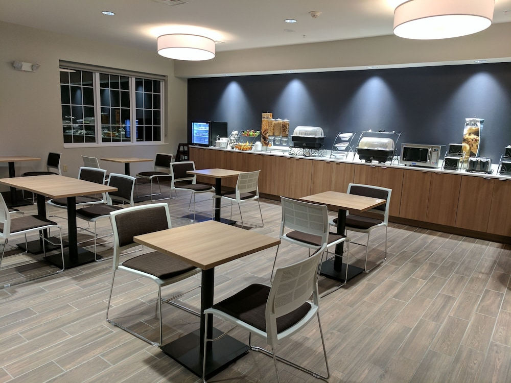 Breakfast Area, Microtel Inn & Suites by Wyndham Clarion