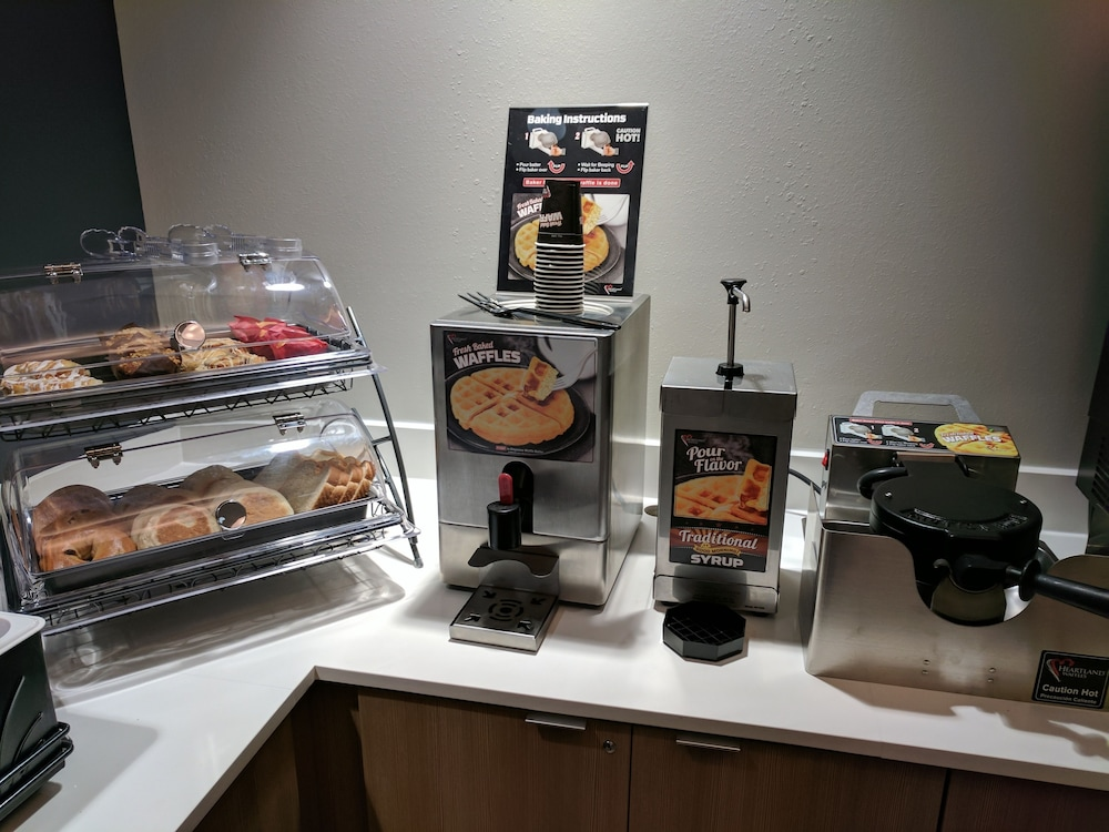 Food and Drink, Microtel Inn & Suites by Wyndham Clarion
