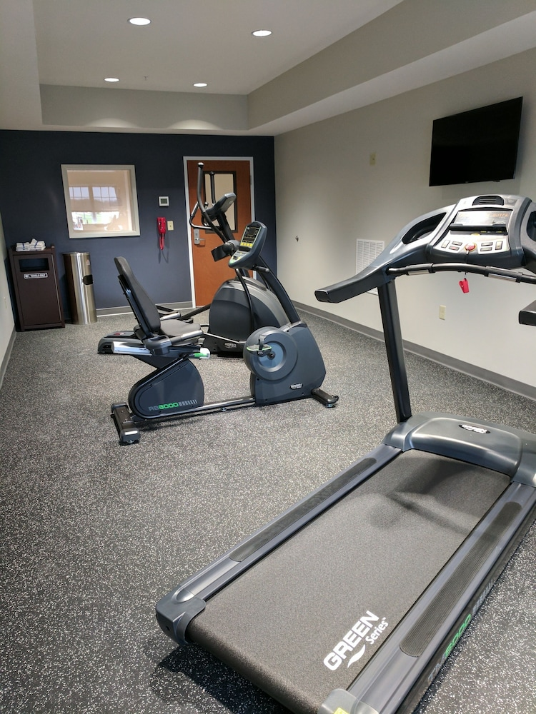 Fitness Facility, Microtel Inn & Suites by Wyndham Clarion