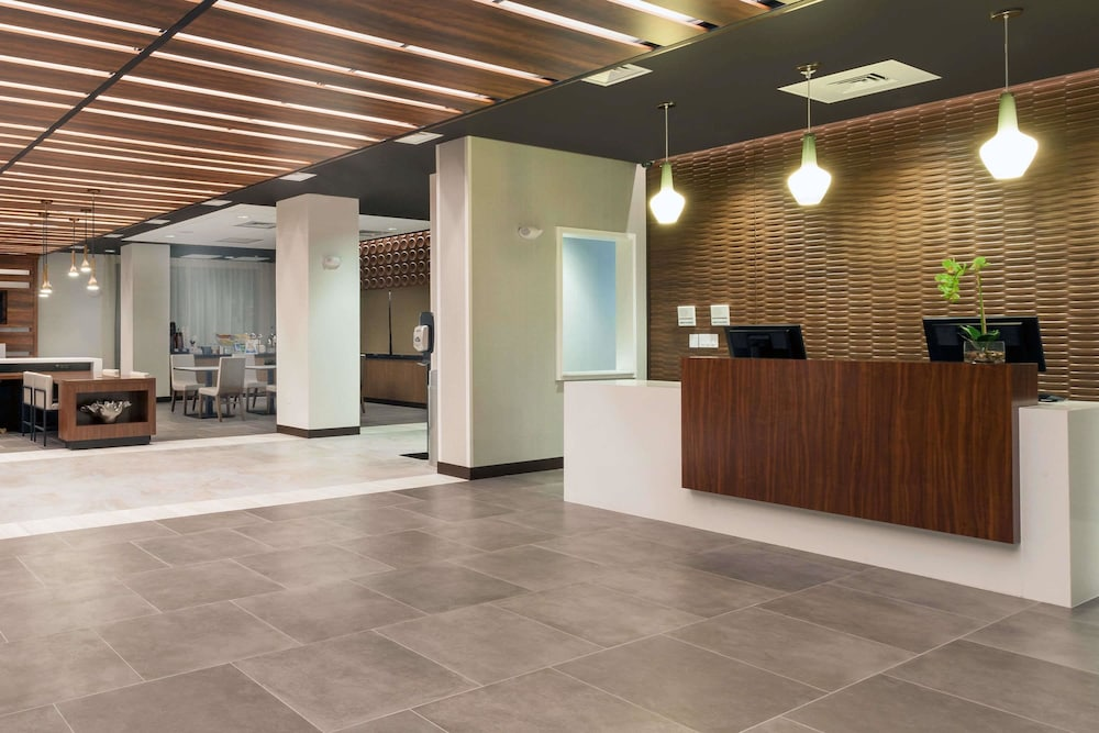 Lobby, Wingate by Wyndham Altoona Downtown/Medical Center