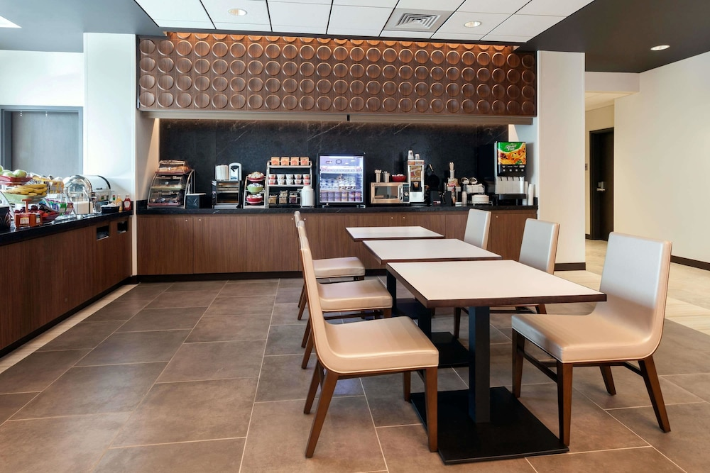 Breakfast Area, Wingate by Wyndham Altoona Downtown/Medical Center