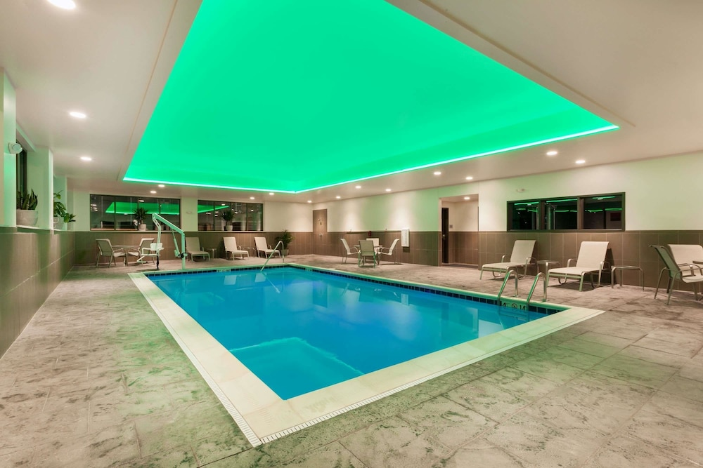 Indoor Pool, Wingate by Wyndham Altoona Downtown/Medical Center