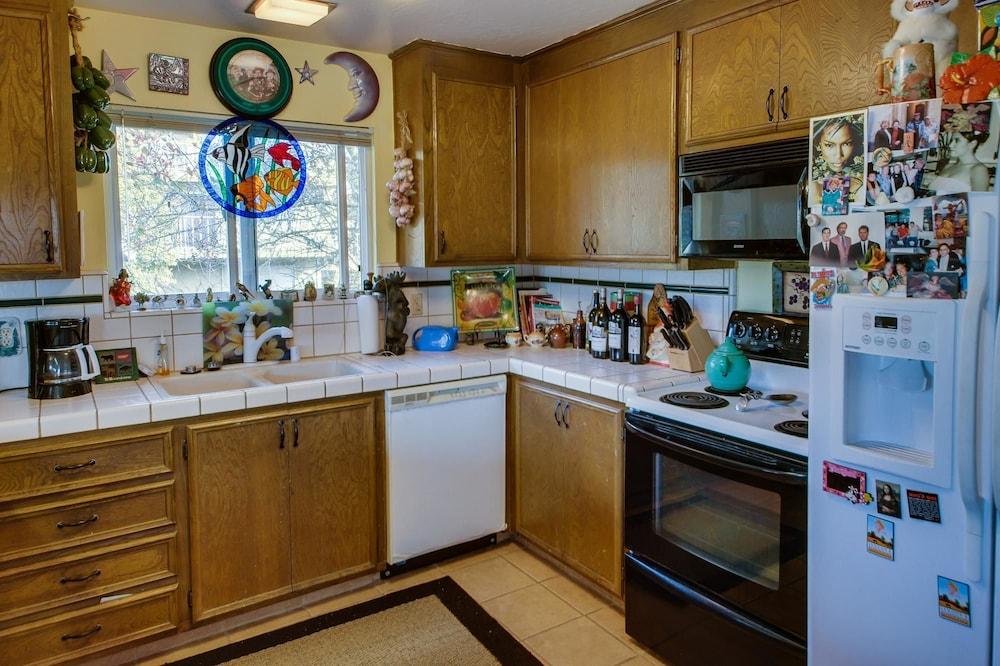 ... 4 Bedrooms   In Room Kitchen ...