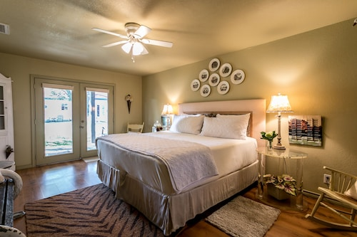 Great Place to stay Lone Star Guest Haus - Large Suite near Fredericksburg