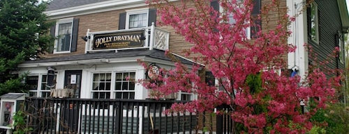 THE JOLLY DRAYMAN PUB AT THE BRIAR LEA INN