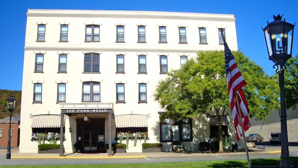 Front of Property, Penn Wells Historic Hotel