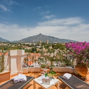 Molo 44 Luxury Suites Marbella