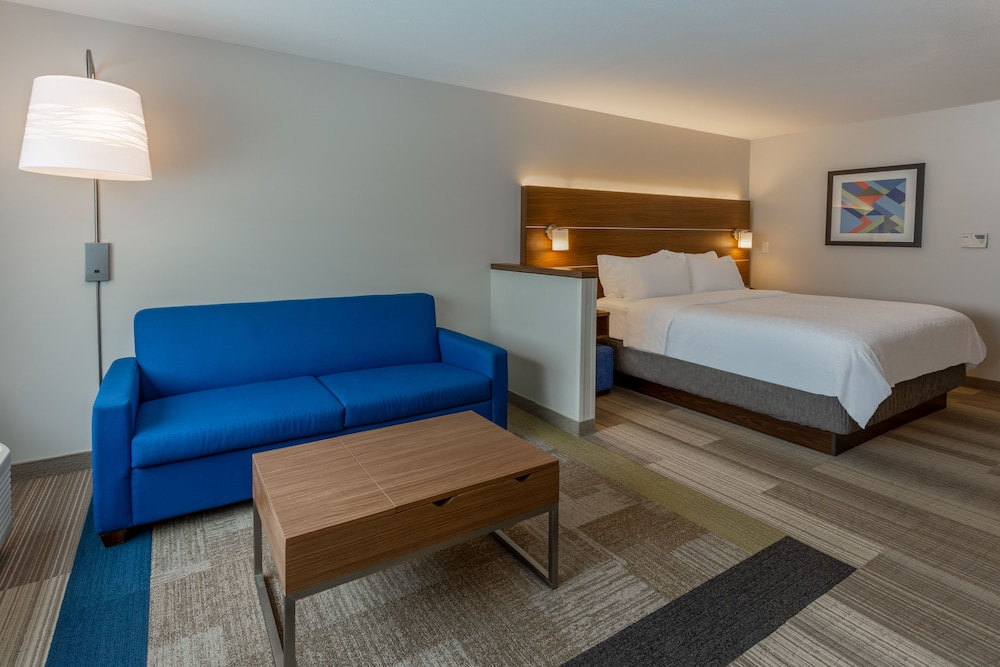 Room, Holiday Inn Express & Suites Rice Lake, an IHG Hotel