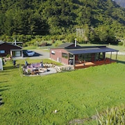 Koru Beach Cabin & B&B Homestay