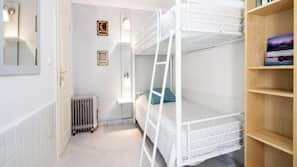 2 dormitorios, decoración individual, mobiliario individual y escritorio