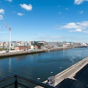 Sunny Apartment off Grand Canal Square Dublin 2