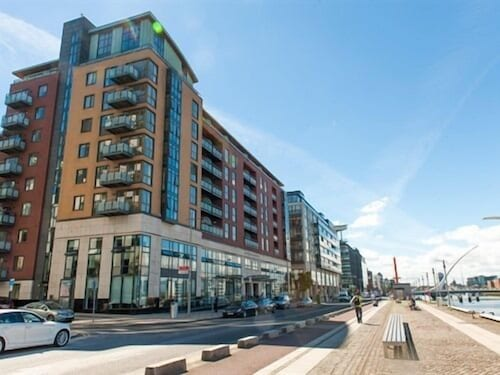 Book sunny apartment off grand canal square dublin 2 for Appart hotel dublin
