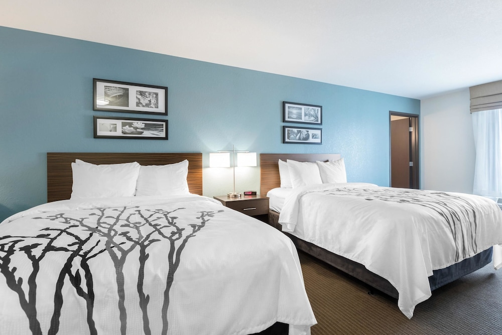 Room, Sleep Inn & Suites West Des Moines near Jordan Creek