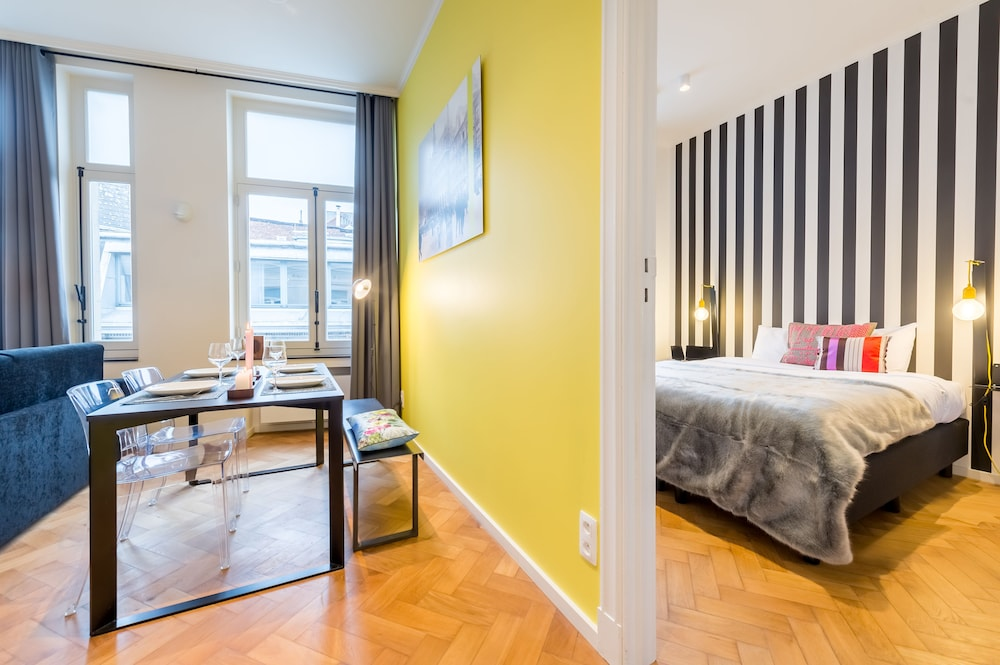 Smartflats design grand place brussels belgium expedia for 7047 design hotel
