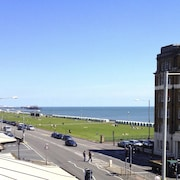 Brighton Getaways-Beach View