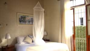 Minibar, individually decorated, individually furnished, blackout drapes