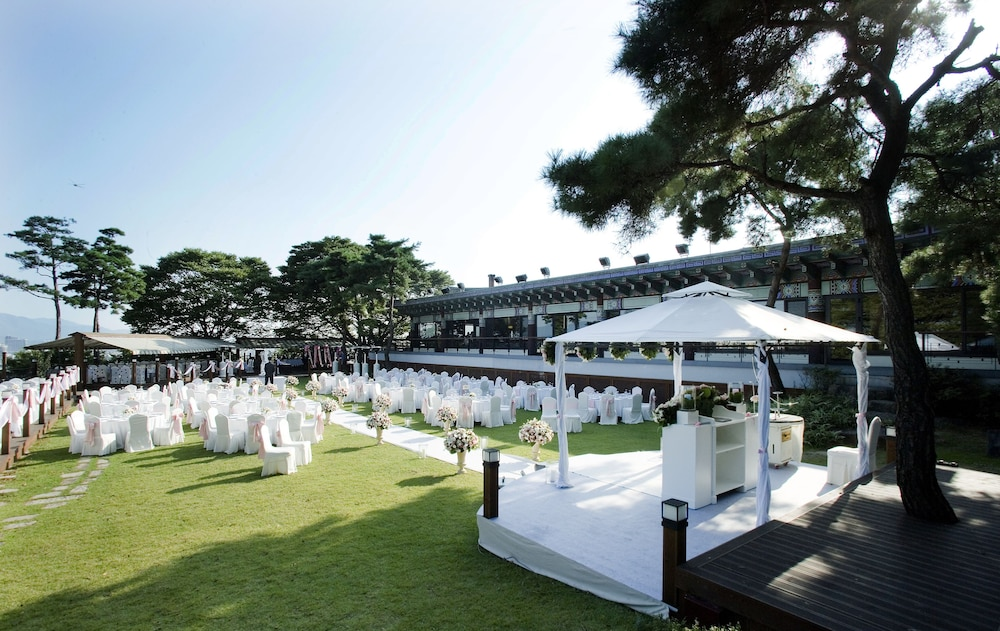 Outdoor Wedding Area, Grand Walkerhill Seoul