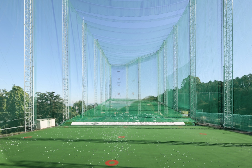 Indoor Golf Driving Range, Grand Walkerhill Seoul