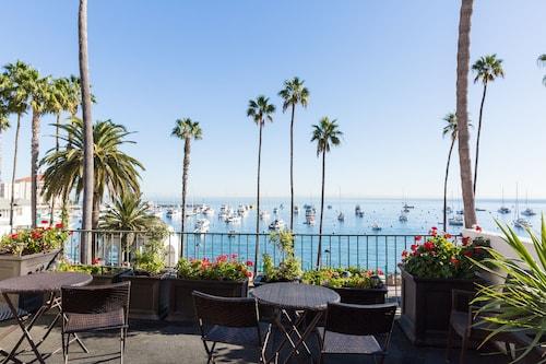 Avalon Beach Resort: Beach Accommodation & Hotels from AU