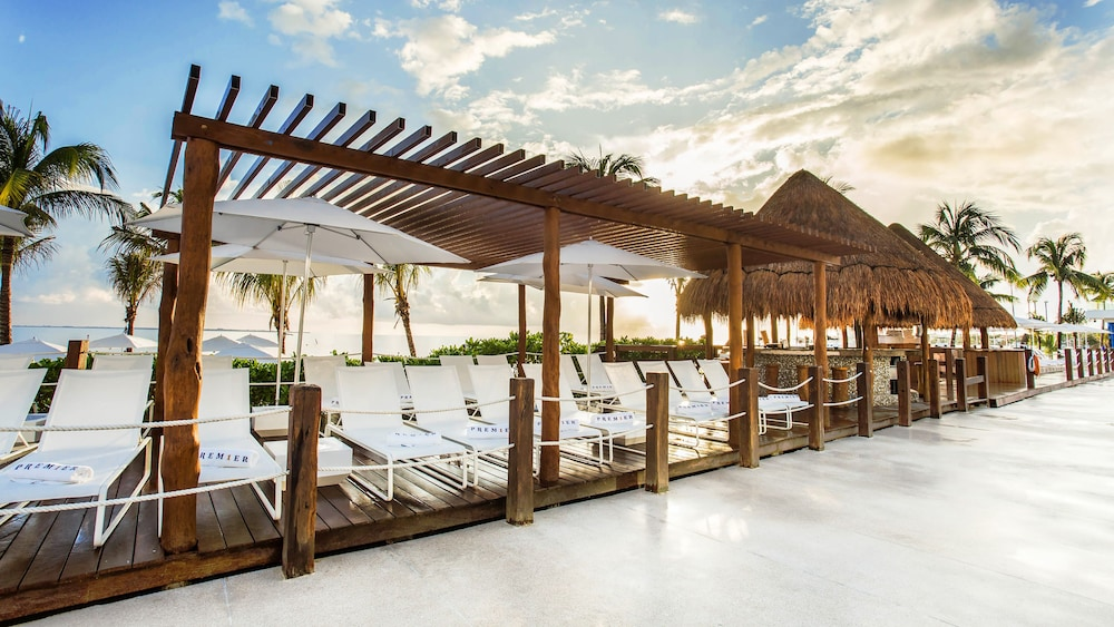 Sundeck, Temptation Cancun Resort  - All Inclusive- Adults Only
