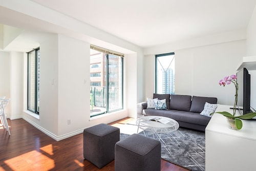 Check Expedia for Availability of Penthouse 2BR in Yaletown by Sonder