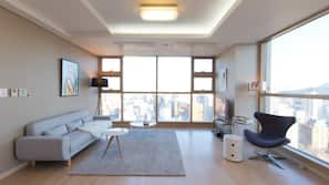 3 bedrooms, premium bedding, down comforters, in-room safe