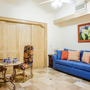 KING BED CountryClub 1 Bedroom Apartment By Senstay